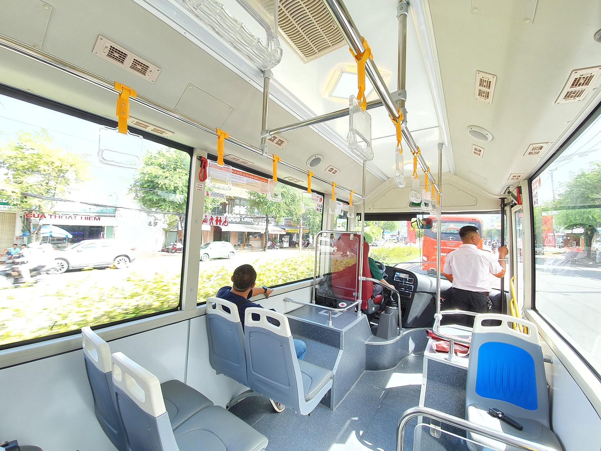 Xe buýt mới, người dân thụ hưởng dịch vụ tiện ích chất lượng cao, thoáng mát và an toàn kĩ thuật.