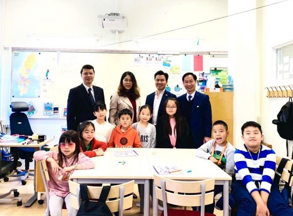 Đại sứ quán Việt Nam tại Thụy Điển thăm hỏi bà con kiều bào ở thành phố Eskikstuna - ảnh 3