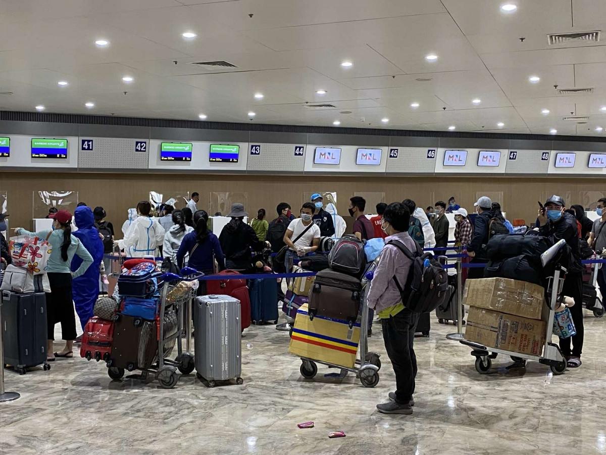 Đưa hơn 240 công dân Việt Nam từ Philippines về nước - ảnh 1