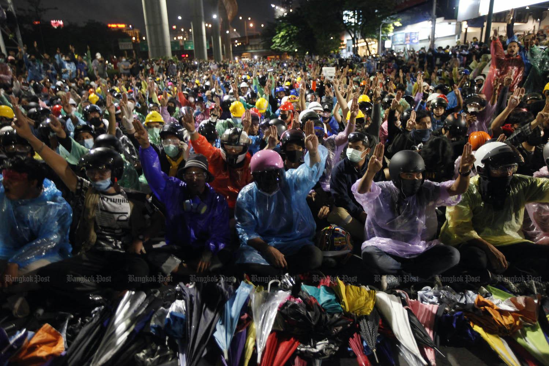 Người biểu tình Thái Lan giải tán trong hòa bình  - 1
