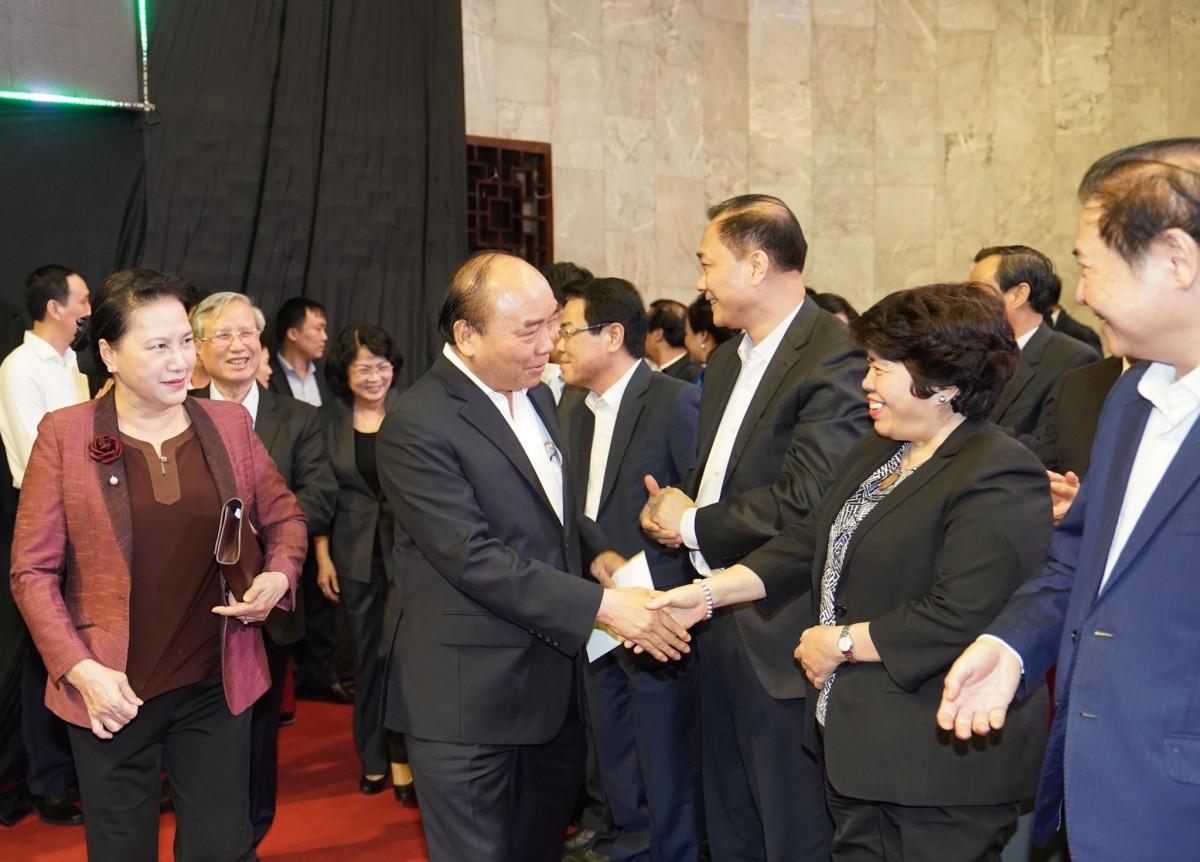 Thủ tướng Nguyễn Xuân Phúc và Chủ tịch Quốc hội Nguyễn Thị Kim Ngân với các đại biểu dự Chương trình