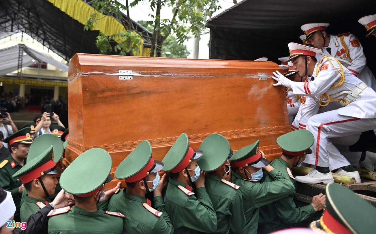 Linh cữu thiếu tướng Nguyễn Văn Man được Bộ Chỉ huy quân sự tỉnh Quảng Bình đưa về quê nhà ở TP Đồng Hới, Quảng Bình. Lễ viếng được tổ chức tại nhà theo nguyện vọng của gia đình thay vì tổ chức lễ tang cấp tỉnh như các liệt sĩ khác.