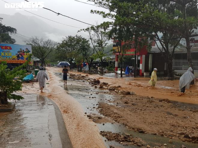 Sạt lở đất vùi lấp nhiều người ở Quảng Nam, Thủ tướng chỉ đạo khẩn trương cứu hộ - 1