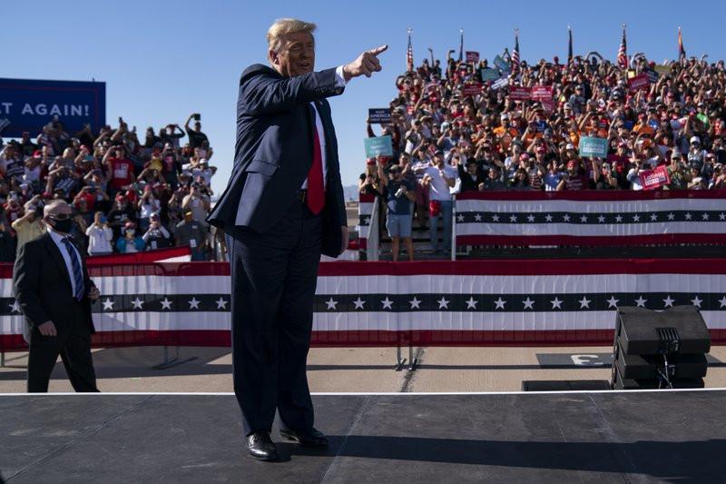 Ông Trump gọi tác giả cuốn sách lên án mình là 'đồ bỏ' - 1