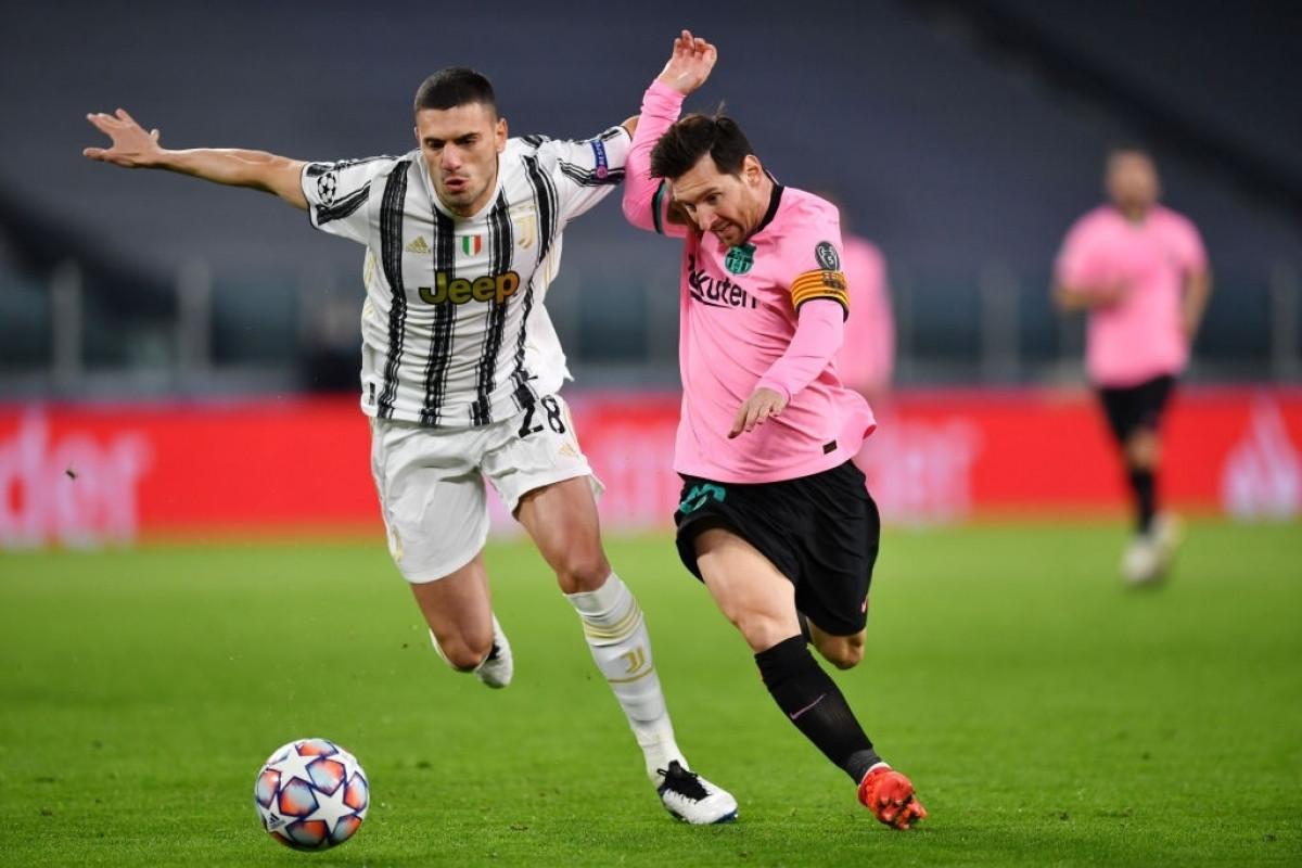 Messi đang gây nhiều khó khăn cho hàng thủ của Juventus (Ảnh: Getty).