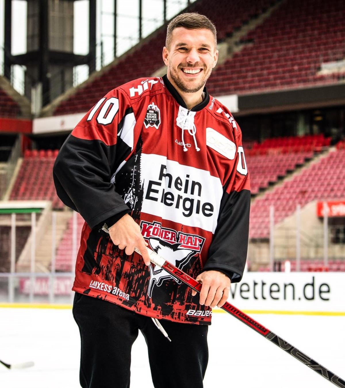Podolski sắp chuyển nghề làm VĐV Hockey. (Ảnh: Bleacher Report).