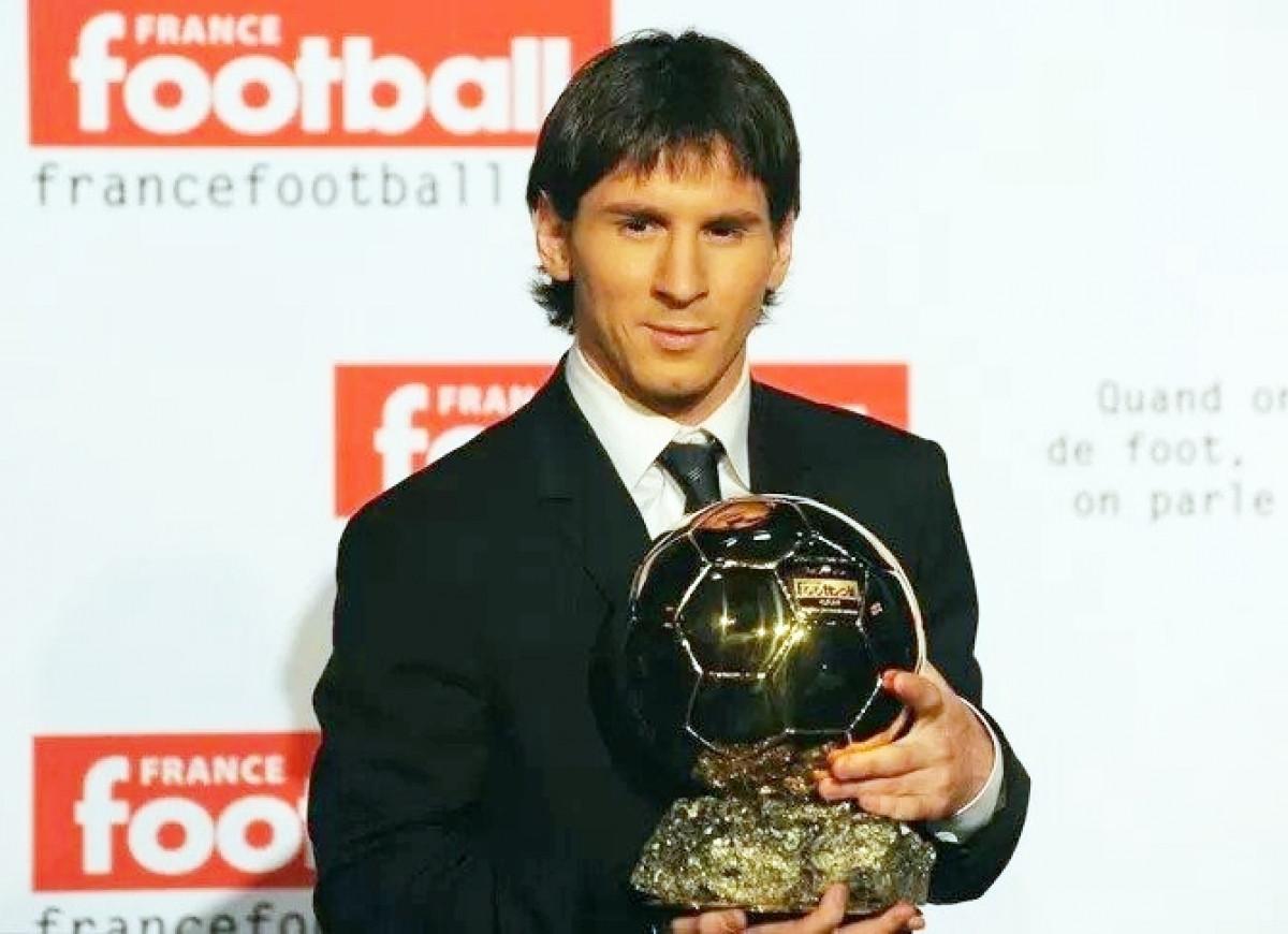 Messi giành Quả bóng Vàng năm 2009 (Ảnh: Getty).