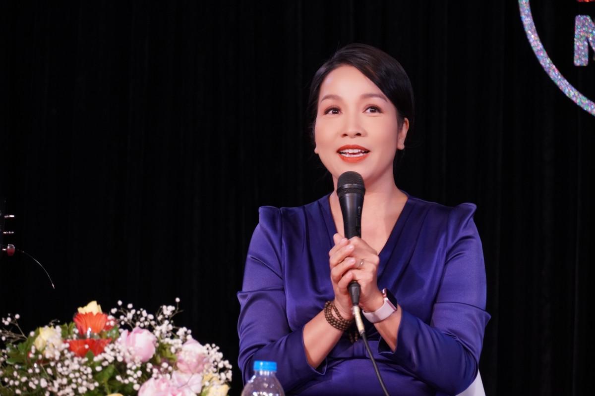 Diva Mỹ Linh trò chuyện trực tiếp trên VOV5 - 1