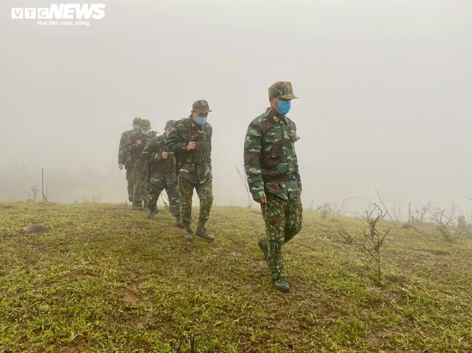 Biên phòng Quảng Trị ngăn vượt biên trái phép giữa trời rét cắt da xé thịt - 4