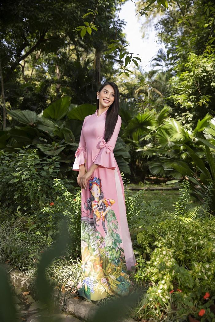 Hoa hậu Tiểu Vy đẹp tinh khôi với áo dài truyền thống  - 4