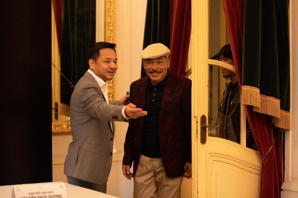 Nhạc sĩ Trần Tiến cười rạng rỡ xuất hiện ở Hà Nội - 1