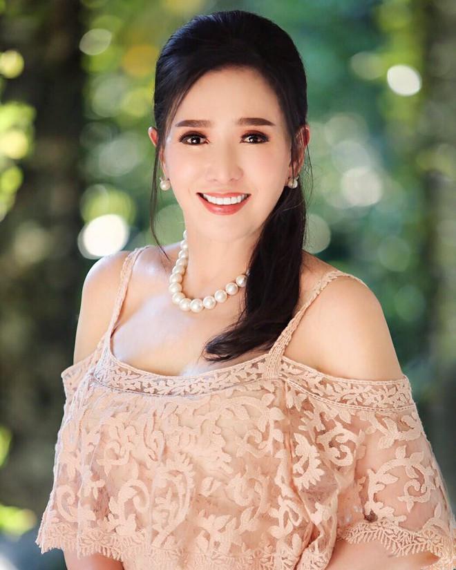 Tuổi U80, Hoa hậu Hoàn vũ Thái Lan vẫn trẻ đẹp không tin nổi - 4