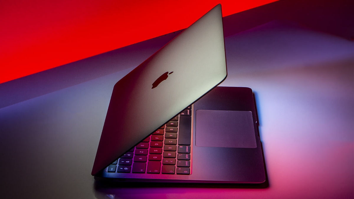 Giống như MacBook Pro 13 inch, MacBook Air thế hệ mới với chip Apple Silicon loại ARM cung cấp đầy đủ thời lượng pin. Pin của MacBook Air nhỏ hơn so với nhưng Pro nhưng thời gian hoạt động của MacBook Air thật đáng gờm. Thiết bị có thể làm việc liên tục cả ngày mà không gặp khó khăn gì.