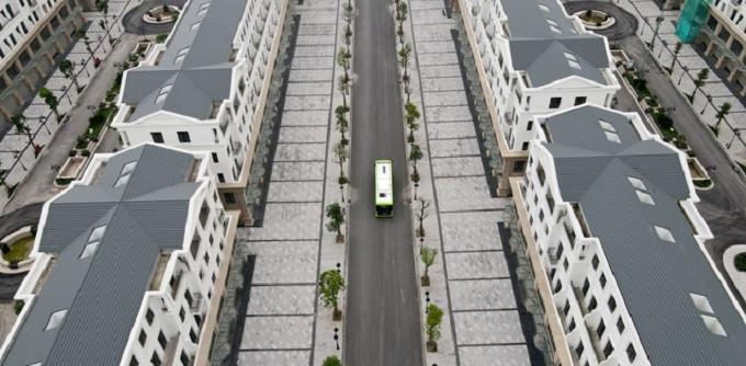 Ảnh: Cận cảnh xe buýt điện VinBus lăn bánh trên đường phố Hà Nội - 3