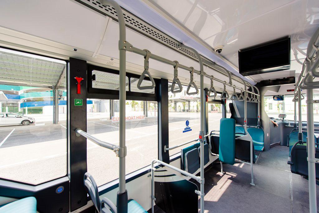 Ảnh: Cận cảnh xe buýt điện VinBus lăn bánh trên đường phố Hà Nội - 7