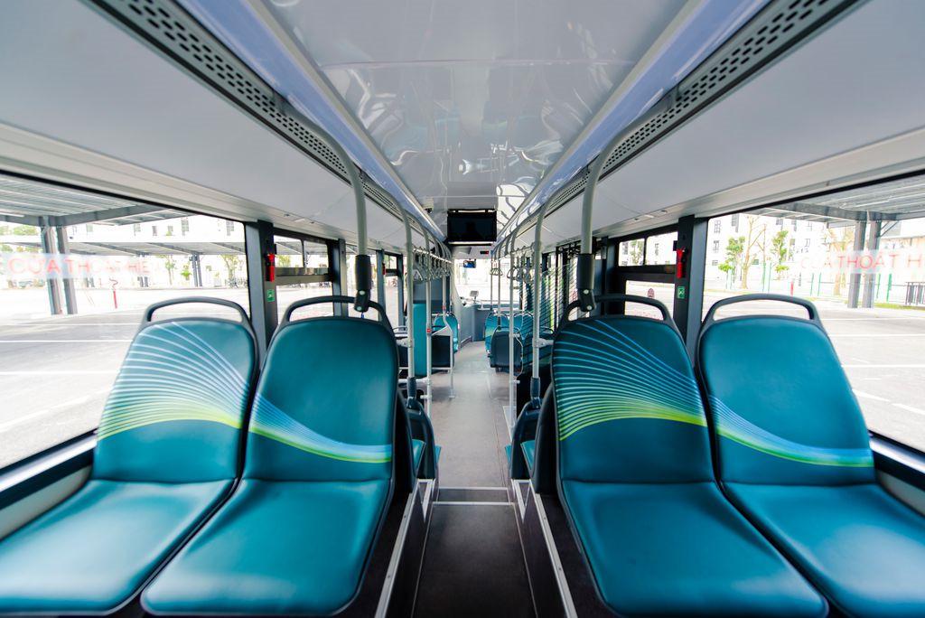Ảnh: Cận cảnh xe buýt điện VinBus lăn bánh trên đường phố Hà Nội - 6
