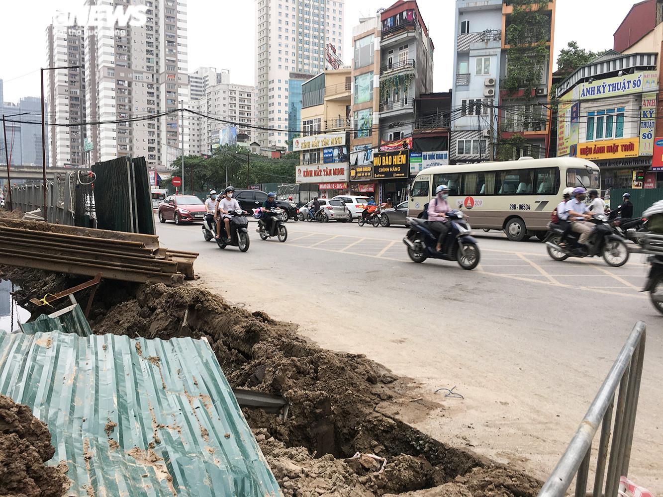 Hầm chui 700 tỷ đồng bị 'tuýt còi', nút thắt cổ chai ở Hà Nội được giải tỏa - 7