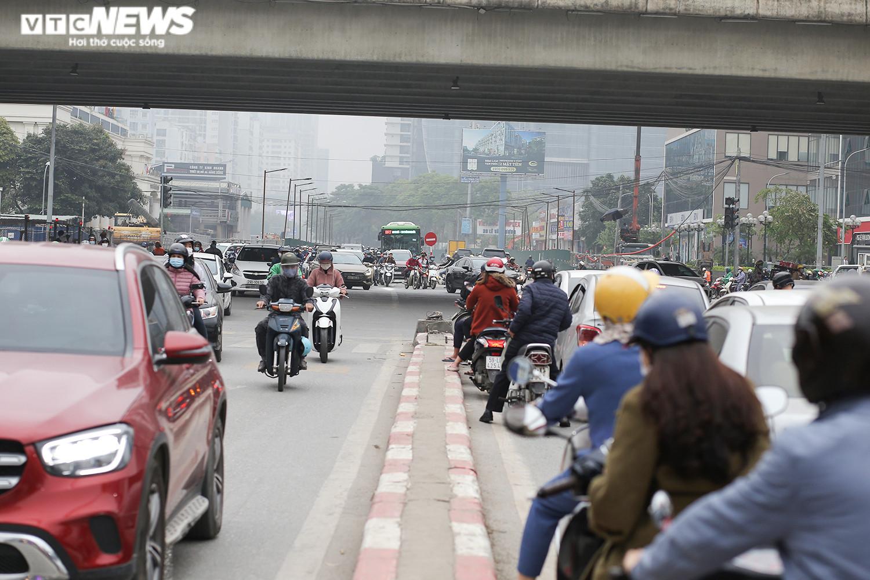 Hầm chui 700 tỷ đồng bị 'tuýt còi', nút thắt cổ chai ở Hà Nội được giải tỏa - 2