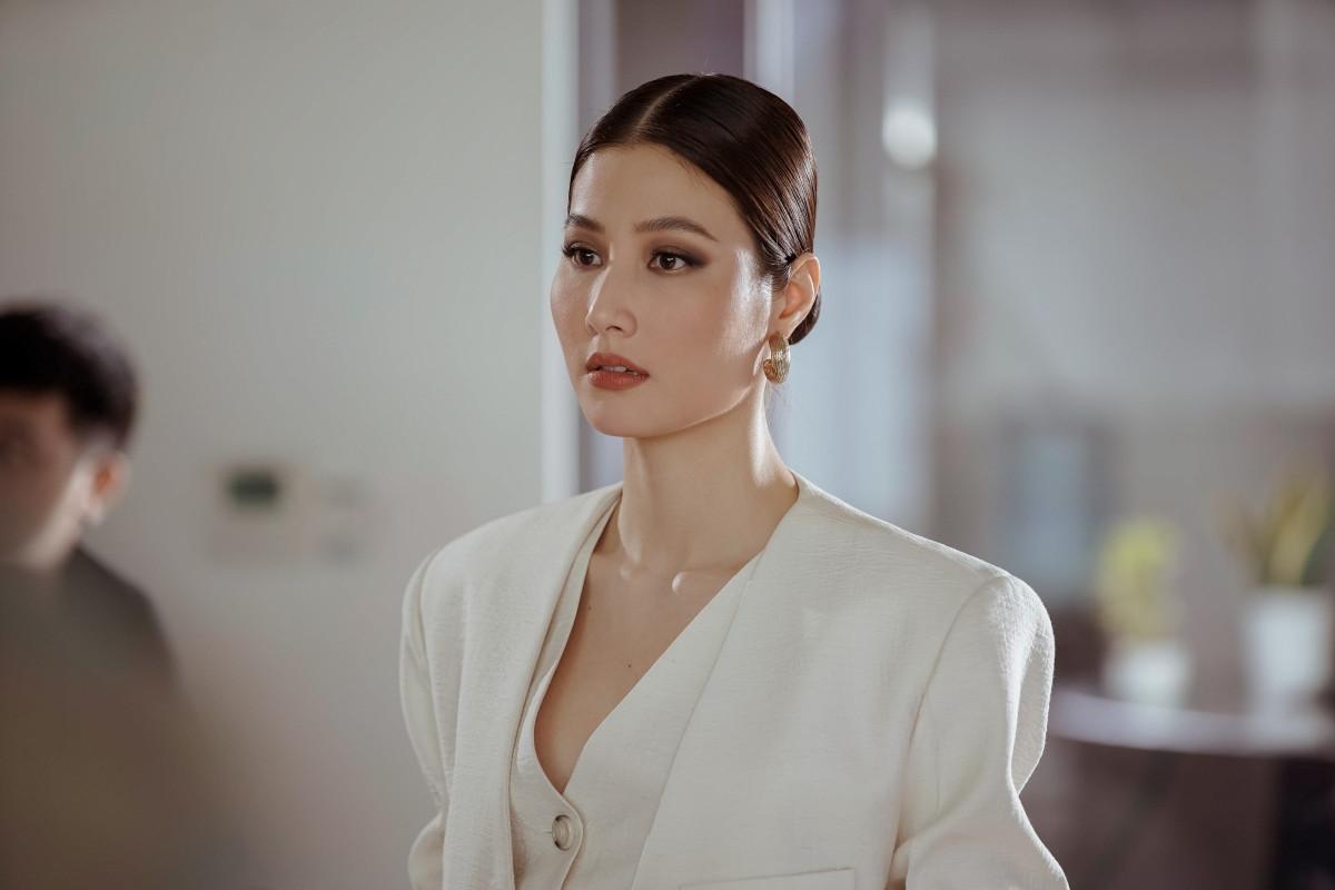 Hình tượng Jessica Diễm với sự nghiệp nhiều thành tựu rất giống với Diễm My ngoài đời