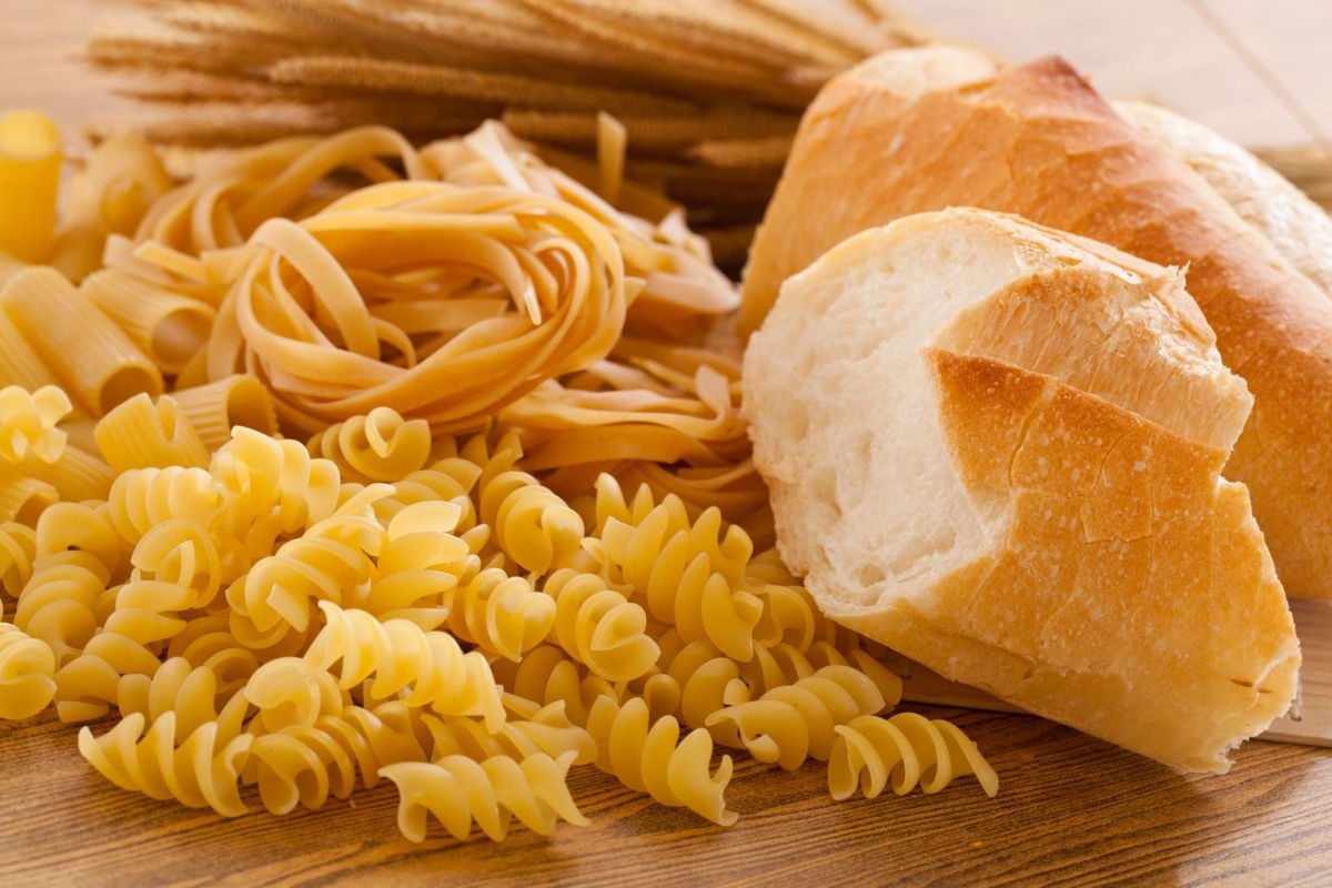 Carbs tinh luyện: Gạo trắng, bánh mì trắng, mì ống và các loại thực phẩm tinh luyện với chỉ số đường huyết cao khác không chỉ làm tăng vọt mức đường trong máu, mà còn rất có hại cho não. Nghiên cứu cho thấy các thực phẩm có chỉ số đường huyết cao có thể làm tăng nguy cơ trầm cảm, đặc biệt là ở phụ nữ sau sinh.