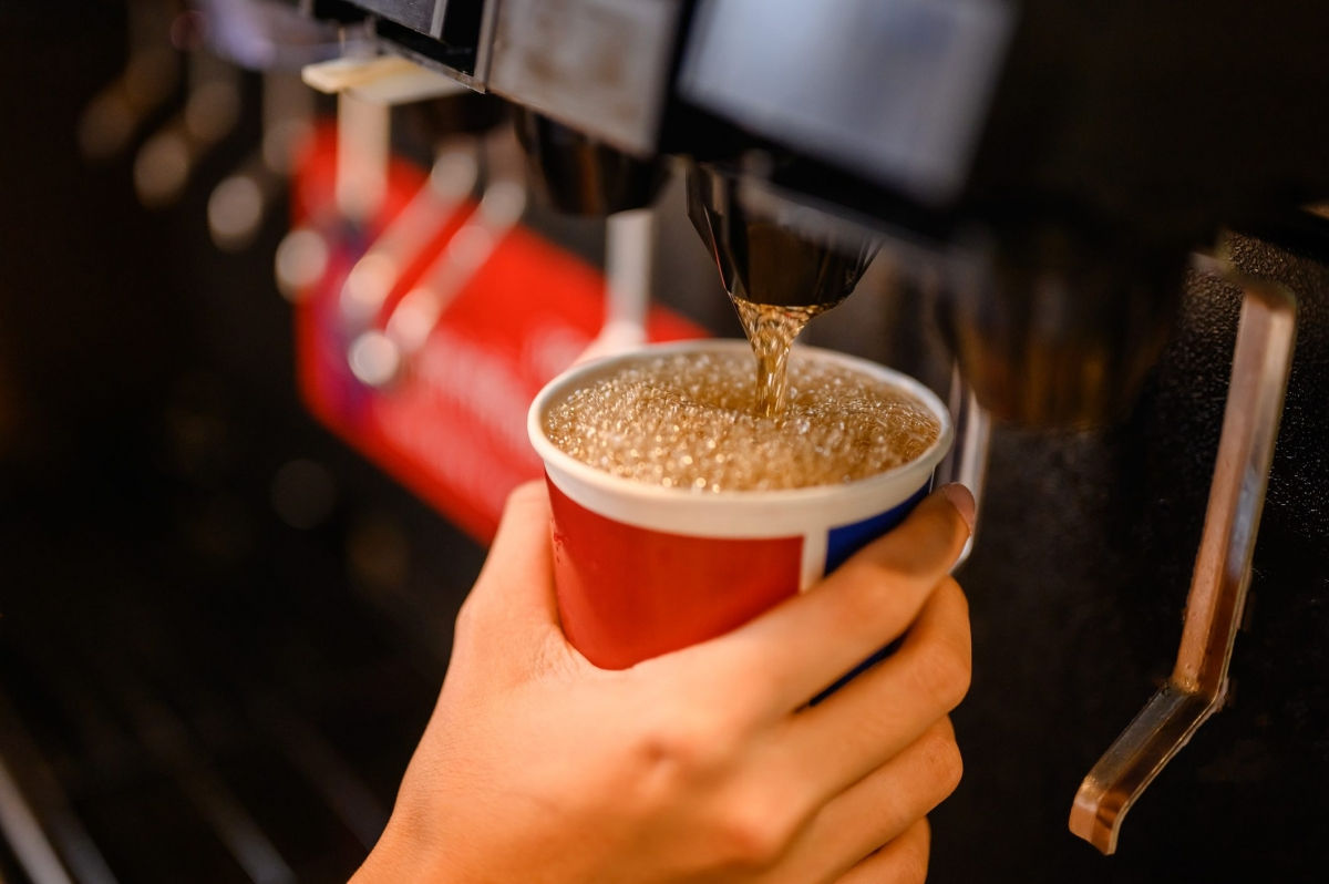 Nước ngọt: Các thức uống tạo ngọt bằng chất làm ngọt nhân tạo có hại không kém gì các thức uống chứa đường, vì chúng làm tăng nguy cơ suy giảm trí nhớ và đột quỵ.