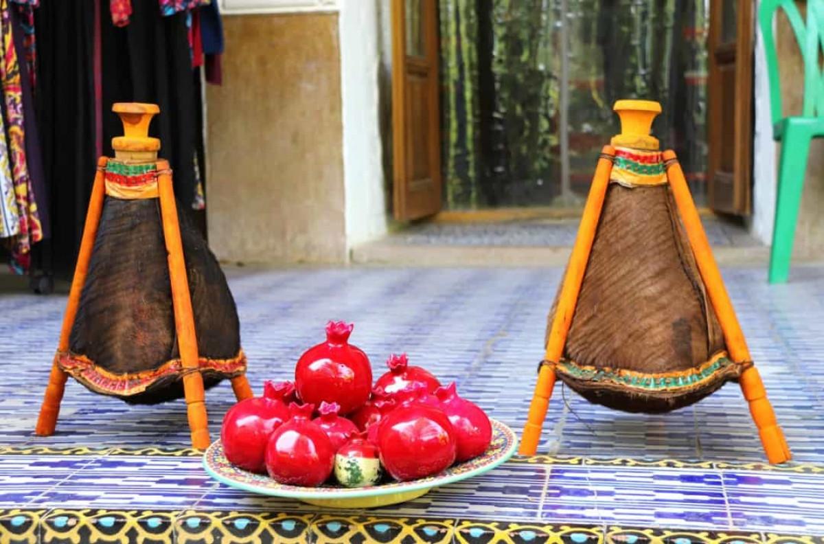 Màu đỏ thể hiện sự may mắn ở Ai Cập trong khi ở Iran, màu sắc này tượng trưng cho lòng can đảm.