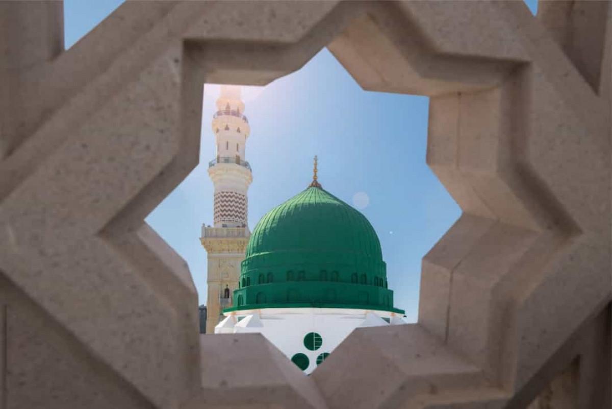 Trong khi đó, ở Trung Đông, màu xanh lá cây tượng trưng cho sự sinh sôi, may mắn và được coi là màu sắc truyền thống của Hồi giáo.