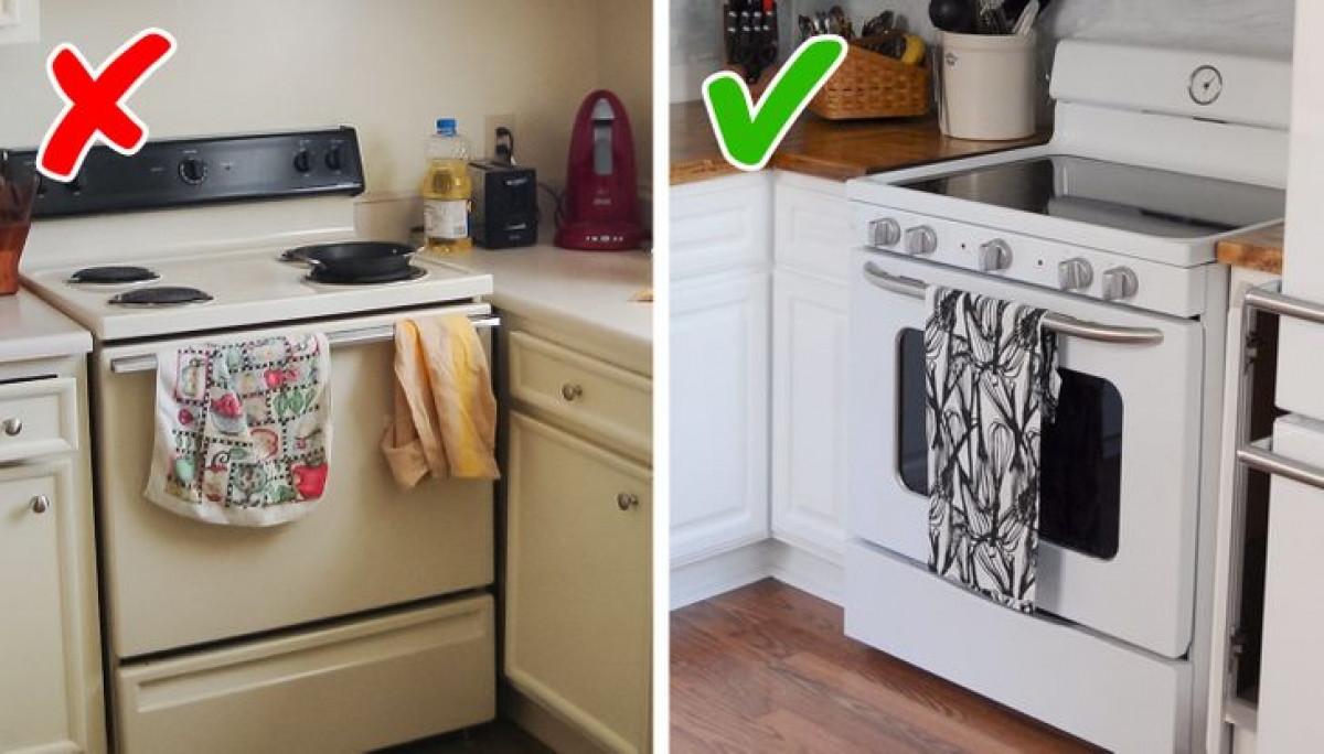 Khăn lau bếp là vật dụng cần thiết đối với bất kỳ người nội trợ nào. Tuy nhiên, rất nhiều người mắc sai lầm khi sử dụng những chiếc giẻ tạm bợ và xấu xí, mà quên rằng chính chúng góp phần quan trọng tạo nên một không gian bếp sang trọng. Bạn có thể lựa chọn những chiếc khăn có màu sắc trung tính, đơn giản và có khung treo cố định.