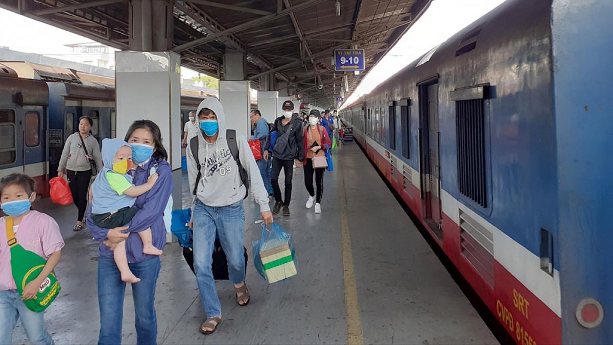 Một người ở Quảng Trị dương tính với SARS-CoV-2 và đi tàu tàu SE4 từ Đà Nẵng ra Quảng Trị, những nhân viên phục vụ trên tàu hiện đang tự cách ly, chờ hướng dẫn của cơ quan y tế.