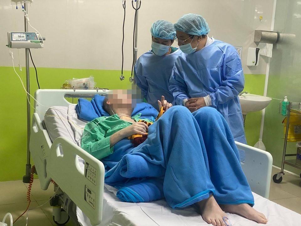 Ca COVID-19 ở TP.HCM đông đặc hai phổi, tình trạng như phi công người Anh