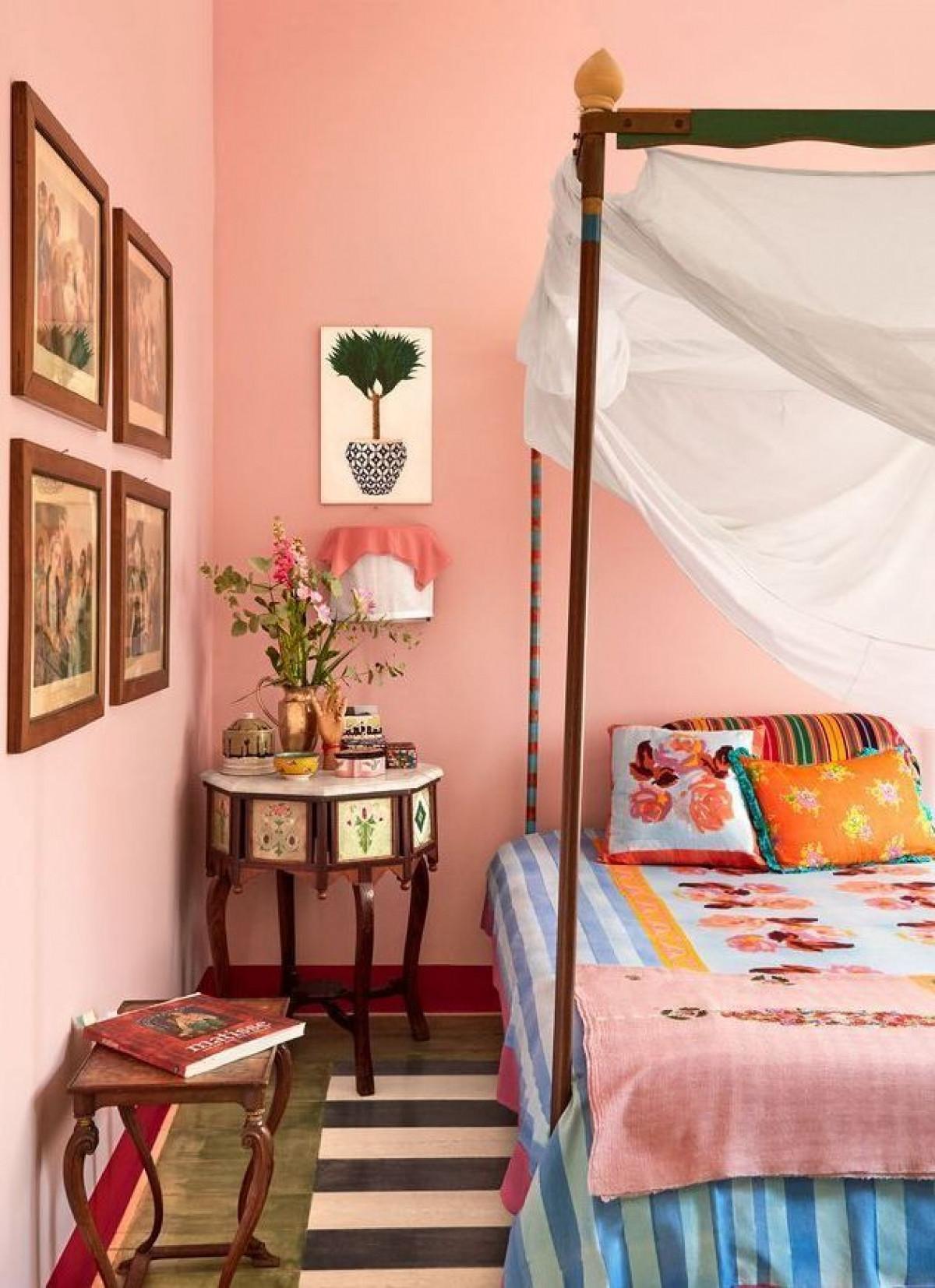 Màu hồng đào:Màu hồng thường được dùng cho các phòng trẻ em nhưng với tone hồng đào nhẹ nhàng, tinh tế, tính ứng dụng của nó cao hơn. Màu sắc này mang lại cảm giác hạnh phúc, vui vẻ./.