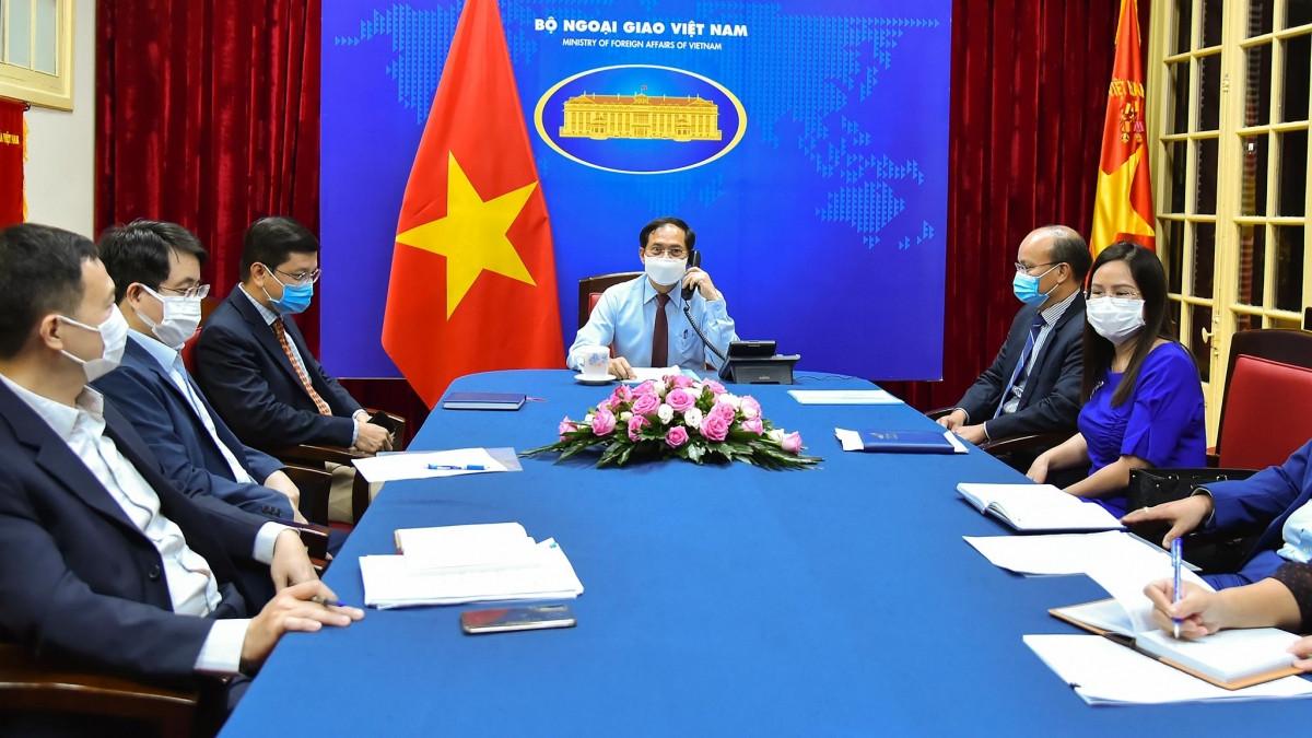 Ngoại trưởng Garneau đánh giá cao nỗ lực kiểm soát dịch Covid-19 của Việt Nam.