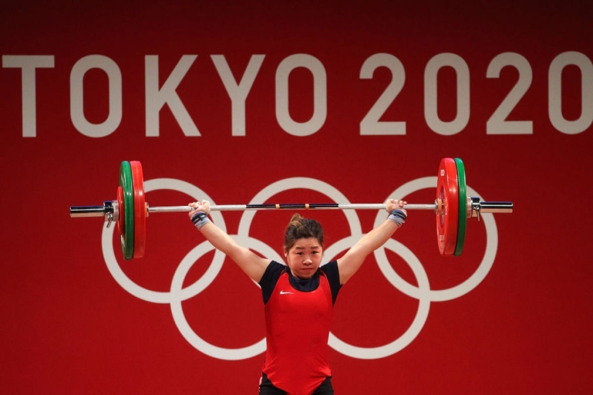 Hoàng Thị Duyên chinh phục mức tạ 95kg. (Ảnh: Getty)