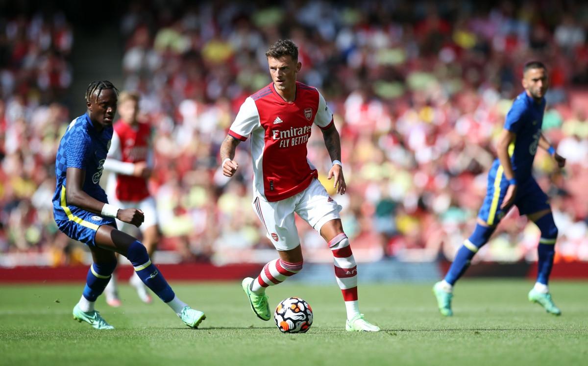 Sang hiệp 2, cả Arsenal lẫn Chelsea đều có những sự thay người. Tân binh trị giá 50 triệu bảng - Ben White có trận ra mắt đội chủ sân Emirates.