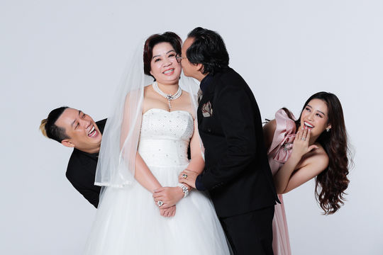 Hoa hậu Khánh Vân tiết lộ gia đình thông qua bộ ảnh đặc biệt