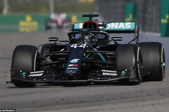 Lewis Hamilton nhận 2 án phạt cộng 5 giây, Valtteri Bottas thắng kịch tính ở chặng F1 Nga