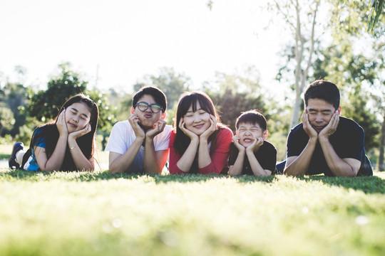 Làm thế nào để lấp đầy khoảng cách vô hình giữa cha mẹ và con cái?