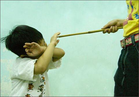 Mức phạt nào dành cho kẻ bạo hành trẻ em?
