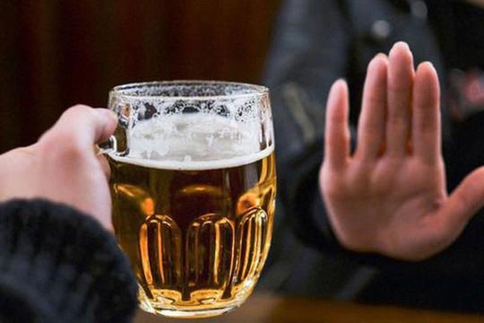 Xử phạt việc ép buộc uống rượu, bia: Đừng để chính sách trôi qua nhạt nhẽo
