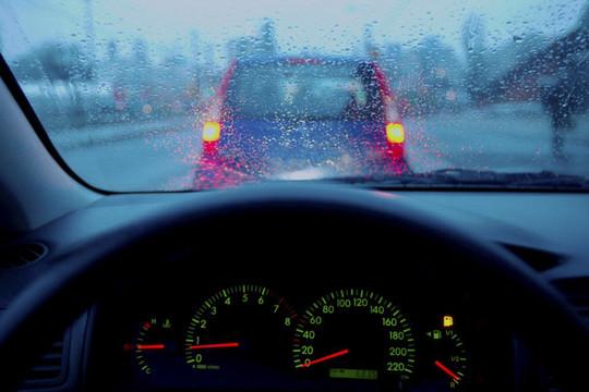 Bạn hữu đường xa: Mẹo xử lý kính ô tô bị mờ khi lái xe trời mưa (8/10/2020)