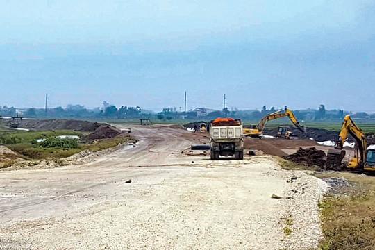 Ninh Bình: Giải phóng mặt bằng cao tốc Bắc – Nam vẫn vướng chuyện đền bù (Ngày 07/10/2020)