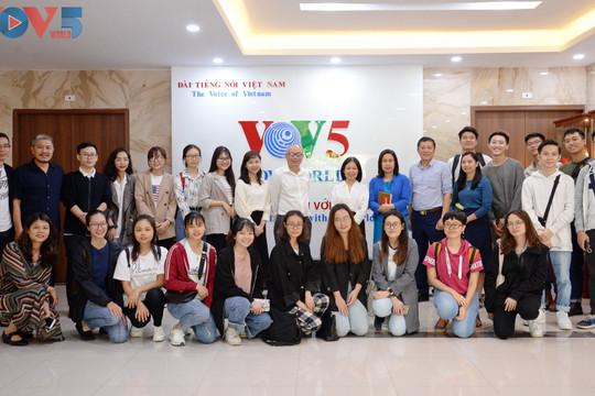 Ban Đối ngoại VOV5 gặp gỡ sinh viên Học viện Báo chí và Tuyên truyền