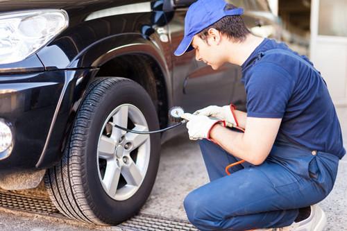 Có nên hay không bơm khí ni-tơ vào lốp xe?