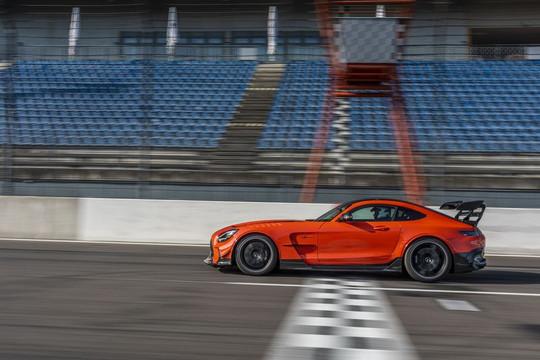 Chiêm ngưỡng siêu xe thể thao GT Black Series 2021, giá hơn 10 tỷ đồng