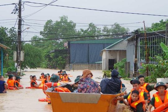 Tình quân dân trong mưa lũ (15/10/2020)