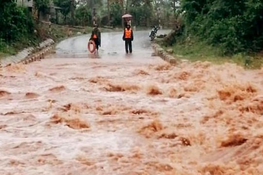 Các tỉnh, thành phố ven biển từ Nghệ An đến Bình Thuận chủ động ứng phó với diễn biến áp thấp nhiệt đới