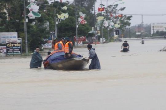 Mưa lớn bao trùm, Hà Tĩnh, Quảng Bình, Quảng Trị chìm trong lũ lụt