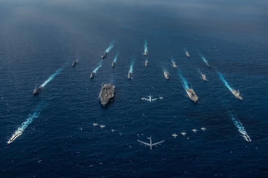 Xem nhóm tấn công tàu sân bay Ronald Reagan bày binh bố trận trong Keen Sword 21