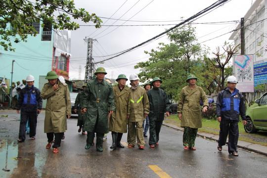 Bão số 9 càn quét các tỉnh miền Trung, gây thiệt hại trên diện rộng