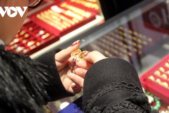 Giá vàng đảo chiều giảm nhẹ, tuột mốc 56 triệu đồng/lượng
